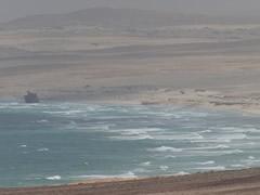 Barco encallado en el norte de la isla