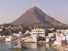 Los ghats y la colina al fondo