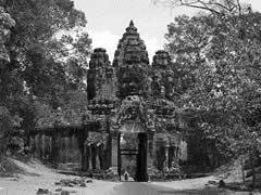 Vagamundos para viajeros sin prisas angkor el imperio for Puerta la victoria