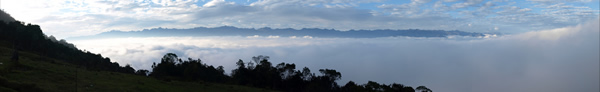 El mar de nubes con la Sierra de la Culata al fondo