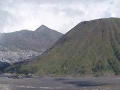 Templo al pie del volcán