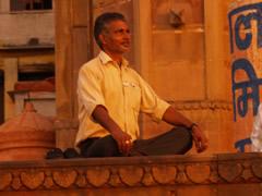 Meditando al amanecer