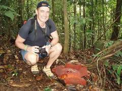 Con la Rafflesia en Gunung Gading
