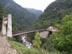 Uno de los puentes que cruzamos camino a Yuksom
