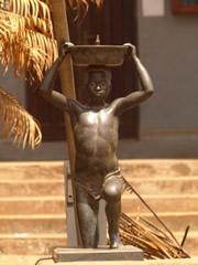 Estatua en bronce.