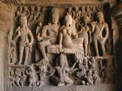 talla en cueva hinduista