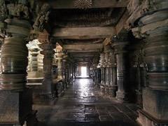 Templo Halebidu. Interior templo