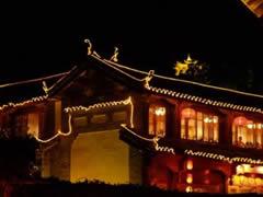 Lijiang de noche, la pagoda al fondo