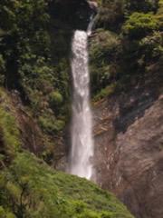 Cascada en el camino a Tashiding