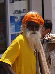Mendigo en Dharamsala