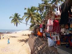 El mercadillo de Anjuna, al borde del mar