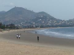 La playa Lumley en Freetown.