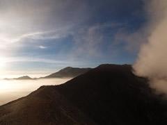 Azufre, nubes y niebla