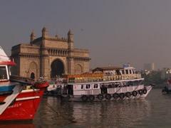 Los ferrys a Elephanta salen de Gateway of India en Mumbay