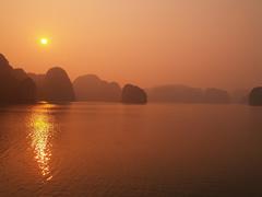 Atardecer en Halong Bay