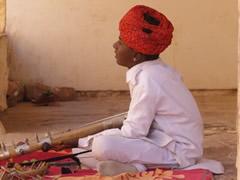 Niño músico en Mehrangarh