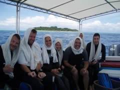 Con el grupo de alemanes; así se bucea en los países muslmanes :-)