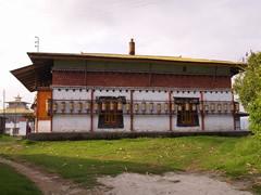 El monasterio de Tashiding con los molinillos de oración