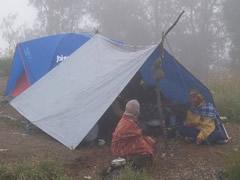 El campamento bajo la niebla