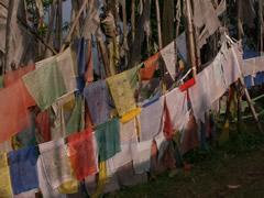 Banderas en el monasterio de Tashiding