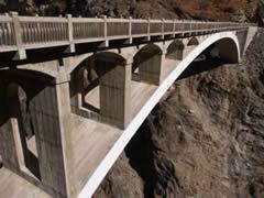 El puente sobre la garganta