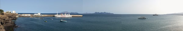 Panorámica de Porto Novo con Sao Vicente al fondo