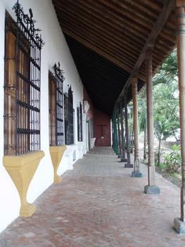 Típicas ventanas enrejadas en la casa de la Marquesa