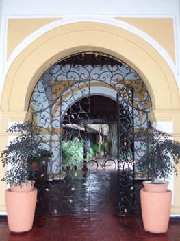 Entrada Hotel Doña Manuela