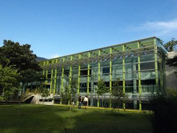El edificio científico del jardín botánico de Medellín