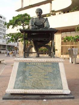 La estatua dedicada a Cervantes