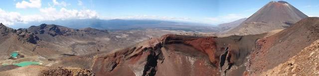 Parque Nacional Tongariro, Patrimonio de la Humanidad de la UNESCO, Volcanes y lagunas