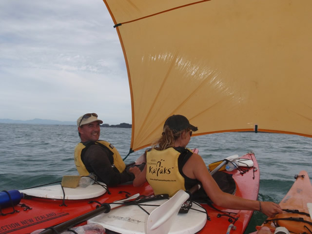 Así se navega a vela en kayak