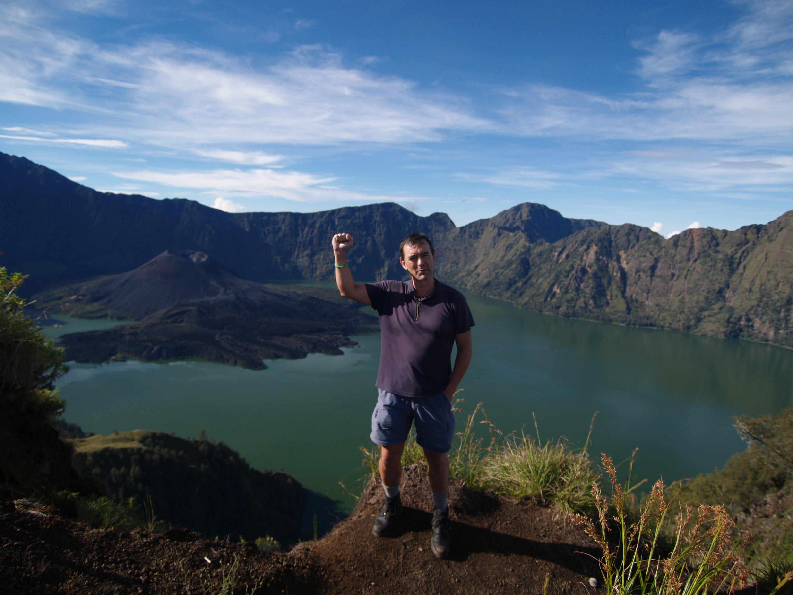 P4140244 Carlos en el trekking del volcan Rinjani Lombok Indonesia