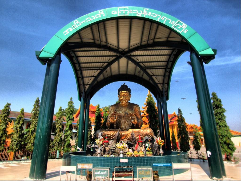 P1231214_5_6 HDR Myanmar Yangon Pagoda Botahtaung
