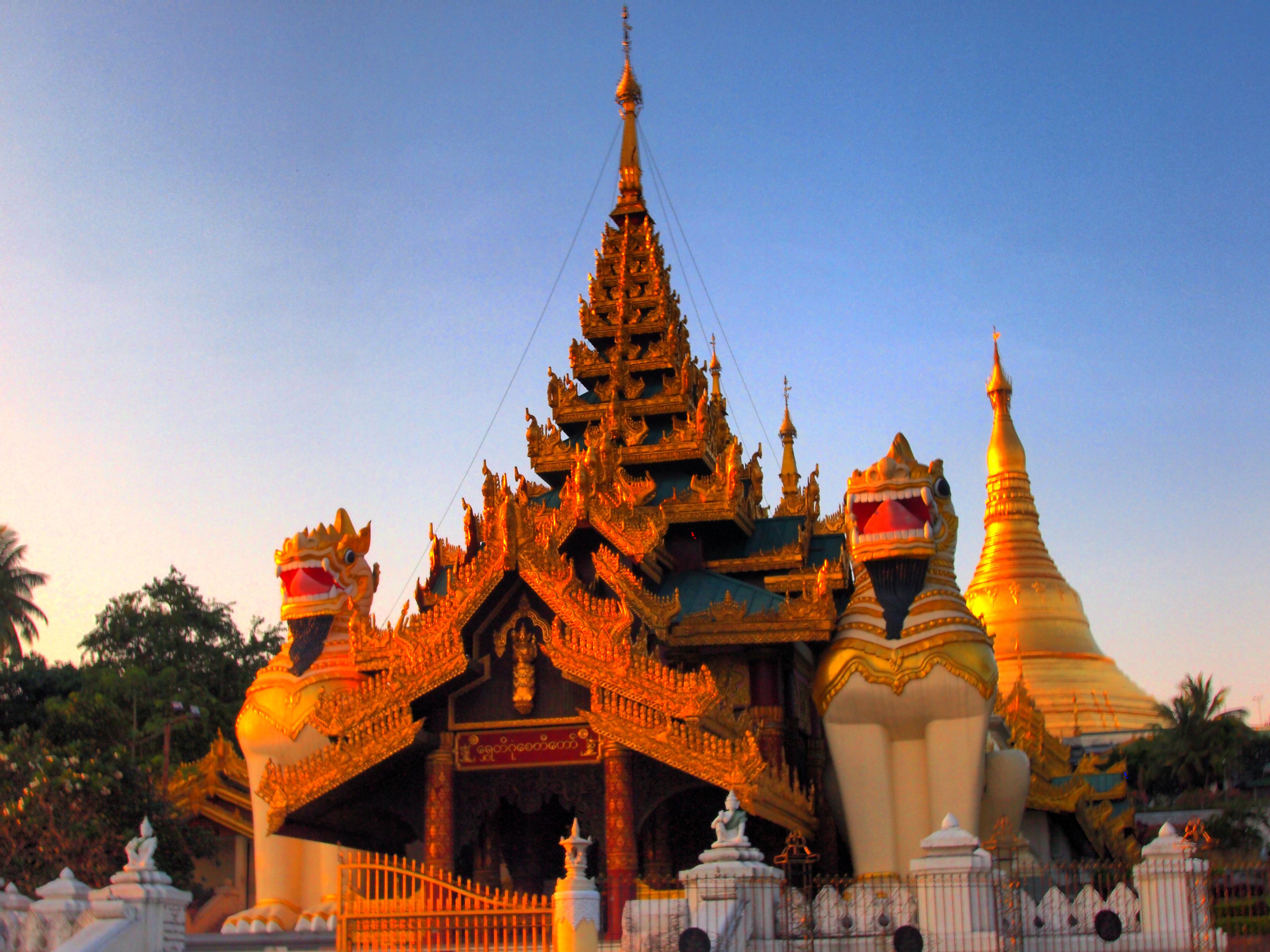 P1231310_1_2 HDR Myammar Yangon Pagoda