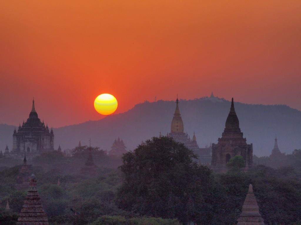 P2143375_6_7 HDR Myanmar Bagan Templos