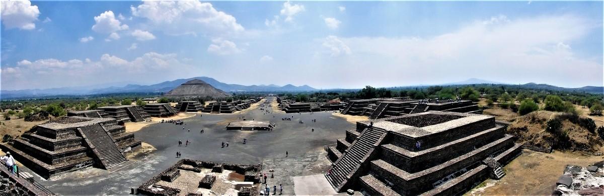 P4070613 VagamundosMexico Pano Teotihuacan